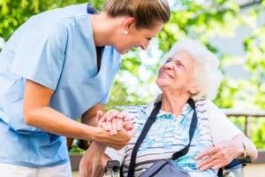 Es gibt viele Möglichkeiten in der Pflege. Wir beraten Sie gern: 089 958 972 90