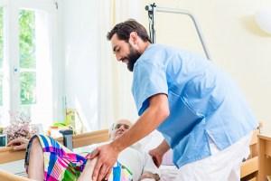Grundpflege im Bett